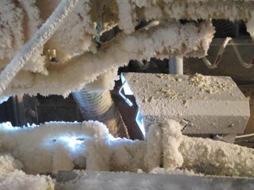 IntelliCam di Isra Vision, telecamera e illuminazione LED in una custodia stagna con getti d'aria e spazzole per immagini eccellenti in tutte le posizioni e condizioni operative delle macchine tissue.